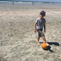DZ_enfant_foot_plage.jpg