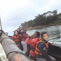 Enfants_sur_bateau__pirates_.jpg