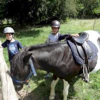 Argueil_deux_enfants_poney.JPG