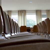 chairs-380318_1920.jpg